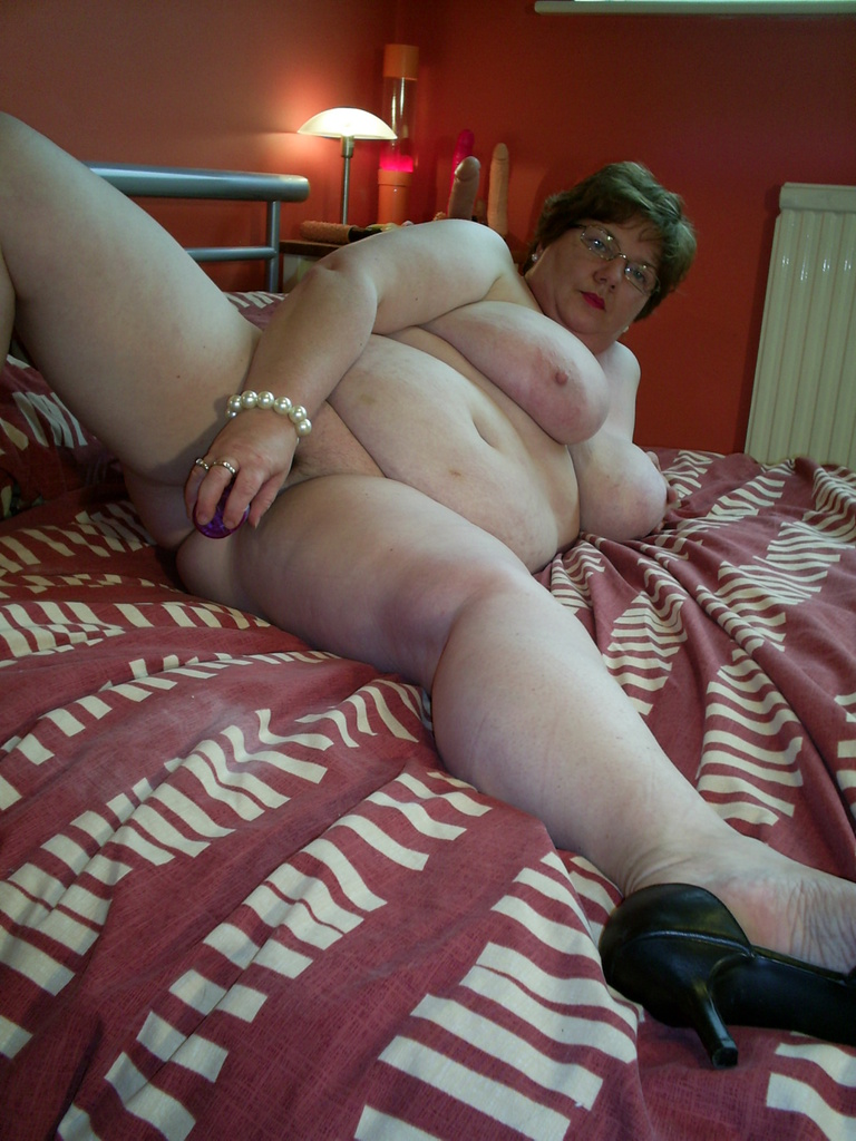Altrincham naked on the bed horny!